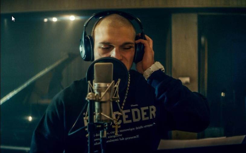"""""""Proceder"""" - poruszająca historia rapera Tomasza Chady - 18 marca zadebiutuje w ofercie Netflixa."""