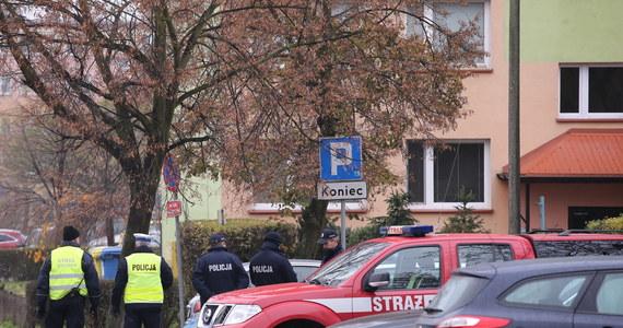 Akcja Centralnego Biura Śledczego Policji powodem ewakuacji 11-piętrowego bloku, szkoły i przedszkola w Płocku. Jak dowiedział się reporter RMF FM, funkcjonariusze zdecydowali o wyznaczeniu strefy bezpieczeństwa w związku z odnalezieniem w jednym z mieszkań materiałów niebezpiecznych.
