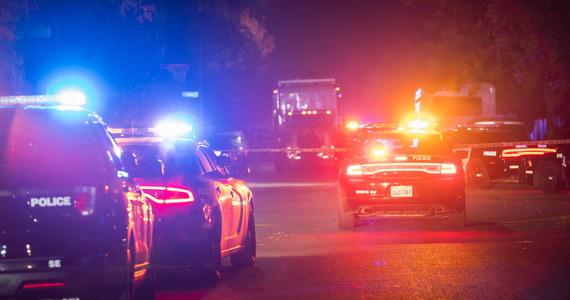 Cztery osoby zginęły, a pięć zostało rannych w strzelaninie, do której doszło w niedzielę wieczorem (w poniedziałek nad ranem czasu polskiego) podczas przyjęcia w mieście Fresno w Kalifornii - poinformowała policja.