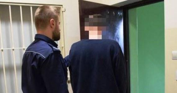 Do aresztu trafił 27-latek, który w piątek w Żyrardowie w woj. mazowieckim potrącił dwie kobiety stojące na przystanku autobusowym. Jedna z nich zmarła w szpitalu. Mężczyzna był pod wpływem narkotyków.