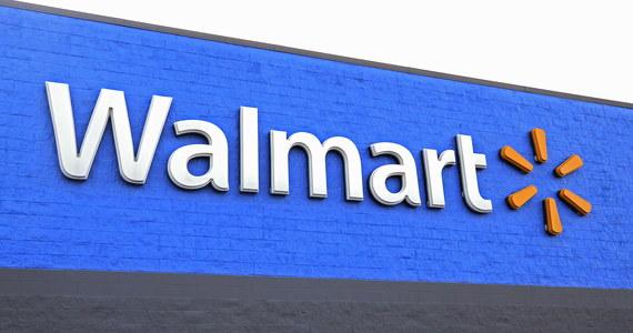 Atak przed supermarketem Walmart w Duncan w stanie Oklahoma. Jak podają amerykańskie media, napastnik uzbrojony w pistolet zastrzelił dwie osoby, a następnie popełnił samobójstwo.