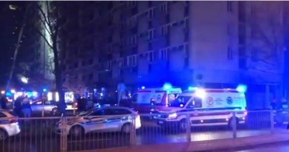 W nocy w Warszawie wybuchł pożar 15-piętrowego bloku przy ulicy Grzybowskiej. Ewakuowano 83 osoby. Trzy osoby zostały przewiezione do szpitala. Akcja gaśnicza zakończyła się ok. godz. 4.30.