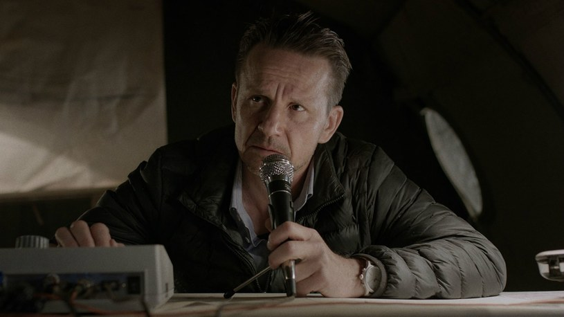 """W """"Żelaznym moście"""" Bartłomiej Topa wciela się w górnika, którego porywy serca prowadzą do poważnych dylematów moralnych. Podczas zdjęć do filmu aktor miał okazję poznać od kulis kopalnie """"Wujek"""" i """"Makoszowy""""."""