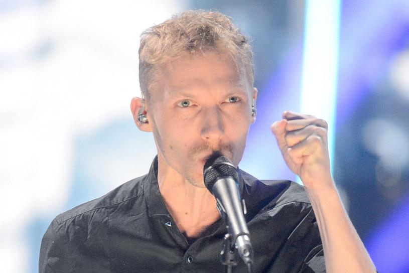 """Do sieci trafił teledysk """"Jasny"""", który jest pierwszą zapowiedzią solowego debiutu Igora Herbuta. Wokalista i lider grupy LemON w tym utworze śpiewa o urodzeniu swojego syna, któremu razem z partnerką Małgorzatą Dacko nadali imię Kai."""