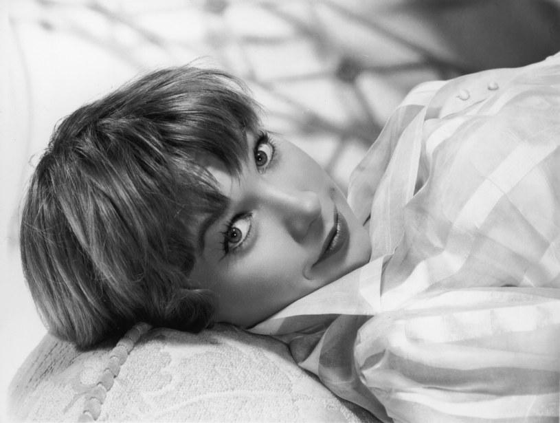 Trudno powiedzieć, czy Shirley MacLaine większą sławę przyniosły filmy, w których grała, opowieści o odwiedzinach przybyszów z innych planet, czy rozliczne romanse.