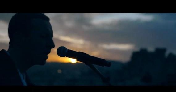 Dziś premiera nowej płyty brytyjskiego zespołu Coldplay. Grupa prezentuje nowe utwory podczas specjalnych dwóch koncertów w Ammanie: o wschodzie i zachodzie słońca. Zobacz występ Chrisa Martina i kolegów!