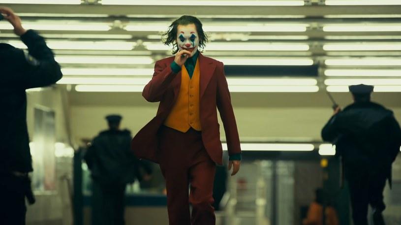 """W branżowej prasie ukazały się informację o rozpoczęciu prac nad kontynuacją filmu """"Joker"""". Jak się jednak okazuje, do realizacji sequela wciąż daleka droga."""