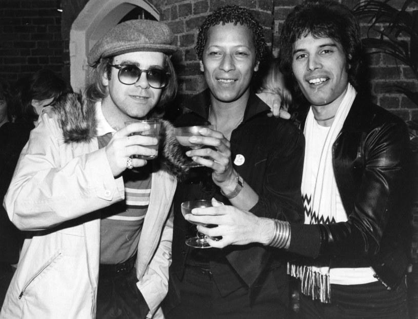 """Promujący swoją książkę """"Me"""" Elton John tym razem zdradził, jak wyglądały ostatnie dni Freddiego Mercury'ego. """"AIDS mnie przerażało, a jego stan fizyczny był równie straszny"""" – mówił na specjalnym spotkaniu muzyk."""