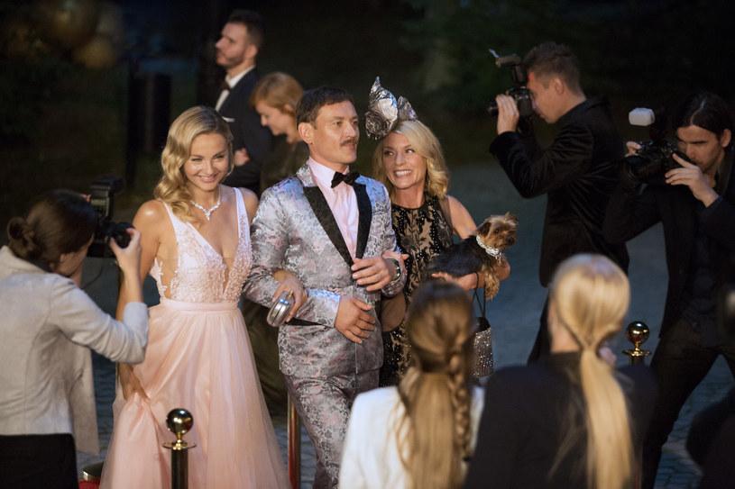 """Już 29 listopada na ekrany kin wejdzie nowa komedia romantyczna """"Jak poślubić milionera"""". Małgorzata Socha wcieli się w niej w rolę Alicji, Kopciuszka po przejściach, który przestał wierzyć w miłość i zatracił się w szarej codzienności."""
