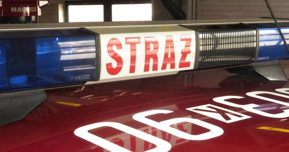 Dwie osoby zginęły w pożarze piętrowego budynku mieszkalnego w Nadziejowie niedaleko Nysy na Opolszczyźnie. Trzy inne osoby - w tym kilkuletnie dziecko - trafiły do szpitala.