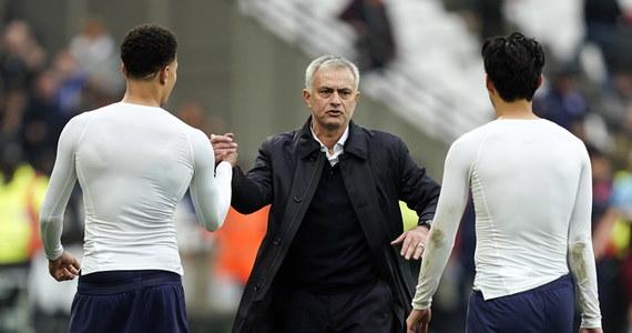 Manchester City pokonał Chelsea Londyn 2:1 w hitowym meczu 13. kolejki angielskiej ekstraklasy, a lider tabeli Liverpool - w identycznym stosunku bramek - wygrał z Crystal Palace. Udany debiut w Tottenhamie Hotspur zanotował trener Jose Mourinho: zespół Portugalczyka pokonał lokalnego rywala z West Ham United 3:2.