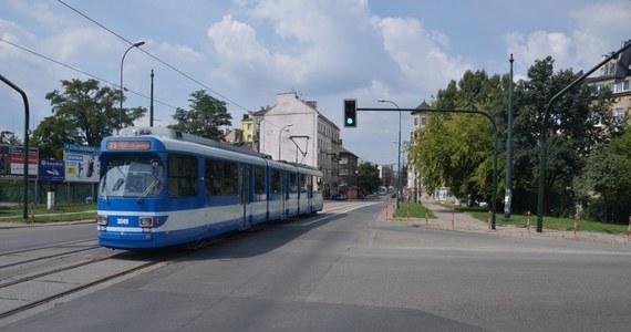 Bójka w tramwaju krakowskiego MPK. Doszło do niej na pętli na Wzgórzach Krzesławickich w Nowej Hucie. Pobił się motorniczy z pasażerem. Obaj trafili do szpitala.