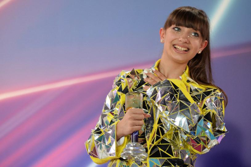 """Viki Gabor ze swoim utworem """"Superhero"""" wygrała konkurs Eurowizji Junior.  12-letnia wokalistka ma muzyczne korzenie, o których wielokrotnie wspominała."""
