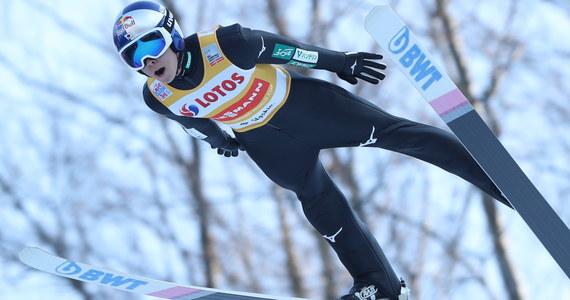 Norwescy specjaliści od skoków narciarskich twierdzą, że odkryli tajemnicę długich lotów Japończyka Ryoyu Kobayashiego, który w ubiegłym sezonie aż 13 razy wygrywał indywidualnie konkursy Pucharu Świata i w dominujący sposób zwyciężył w punktacji generalnej.