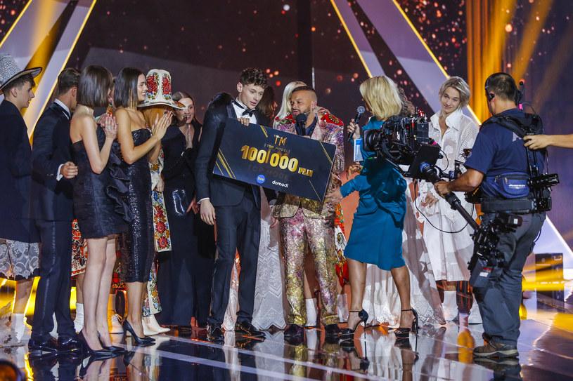 """Zakończyła się ósma edycja programu """"Top Model"""". Kim jest Dawid Woskanian, który wygrał w tym roku show TVN? Sprawdźcie!"""