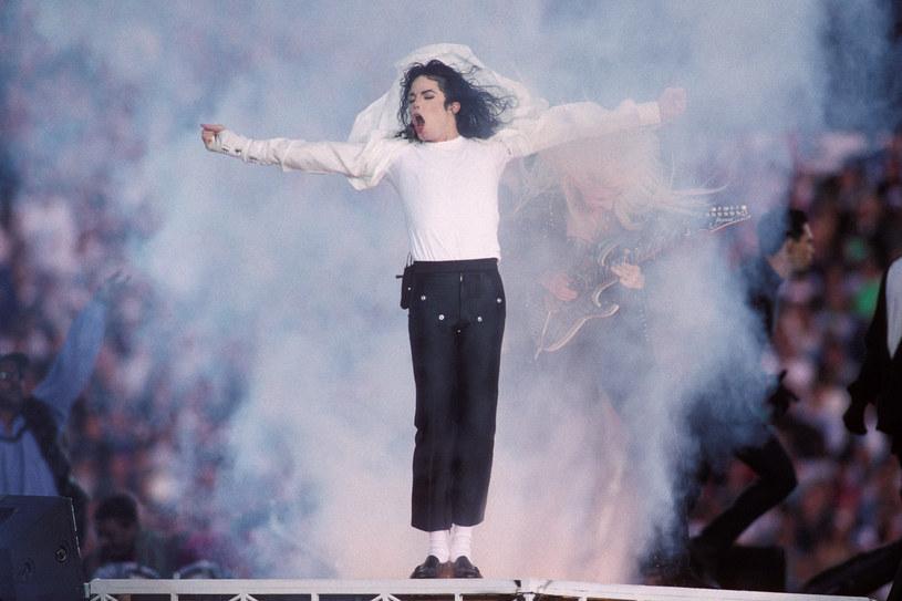 """Producent nagrodzonego czterema Oscarami filmu """"Bohemian Rhapsody"""" Graham King, nabył prawa do biografii Michaela Jacksona. Wiadomo, że scenariusz do filmu fabularnego napisze John Logan, autor m.in. """"Aviatora""""."""