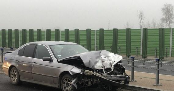 Ogromne utrudnienia czekają na kierowców jadących obwodnicą Olsztyna w kierunku Ostródy. Samochód osobowy uderzył w bariery a następnie zderzył się z kolejnymi 5 osobówkami.