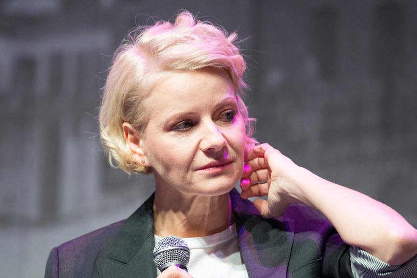 """Małgorzata Kożuchowska wyznała, że miała poważne problemy ze zdrowiem. Zmagała się z tym do tego stopnia, że nie może teraz patrzeć na swoje występy w telewizji, gdy choroba była najbardziej widoczna. Opisała również sytuację, w której była ofiarą """"hejtu"""" widzów. Zobacz, co było przyczyną kłopotów ze zdrowiem aktorki - ta choroba dotyka wiele kobiet!"""