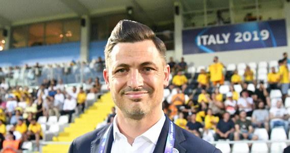 Mirel Radoi został nowym selekcjonerem reprezentacji Rumunii i to pod jego wodzą Rumunia będzie walczyć w marcowych barażach o awans do zbliżających się mistrzostw Europy. 38-letni szkoleniowiec zastąpi na tym stanowisku Cosmina Contrę, który podał się do dymisji po rozczarowujących wynikach eliminacji.