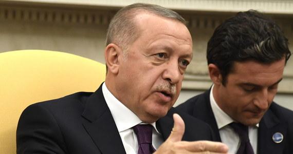 Turcja odmawia poparcia planu pomocy NATO dla Polski i krajów bałtyckich, dopóki Sojusz nie zaoferuje jej politycznego poparcia w walce z kurdyjskimi milicjami w Syrii - podaje agencja Reutera, powołując się na czterech wysokiej rangi przedstawicieli Sojuszu.