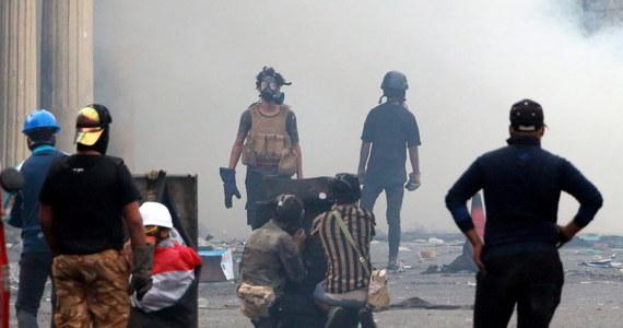 Co najmniej sześć osób zginęło, a 15 zostało rannych w wyniku trzech eksplozji, do których doszło we wtorek w Bagdadzie - informuje agencja Reutera, powołując się na źródła w służbach bezpieczeństwa i szpitalach.