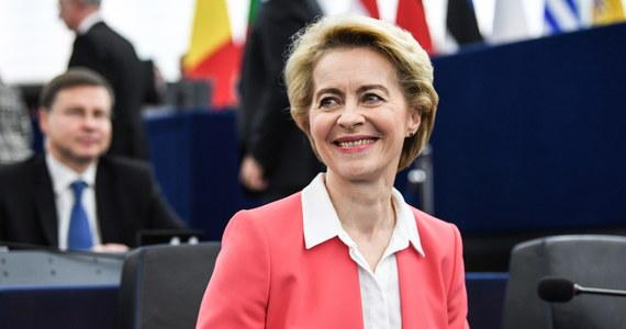 461 europosłów było za, 157 przeciw, a 89 wstrzymało się od głosu. Tym samym w środę w głosowaniu w PE w Strasburgu Parlament Europejski udzielił poparcia Komisji Europejskiej pod przewodnictwem Ursuli von der Leyen.