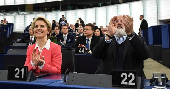 """""""Liczę, że Komisja Europejska pod przewodnictwem (Ursuli) von der Leyen (…) załagodzi konflikt między Wschodem a Zachodem i że będzie wyraźnie różniła się od poprzedniej"""" - powiedział dziennikarzom w Parlamencie Europejskim w Strasburgu europoseł PiS Ryszard Legutko. Odchodzącą KE ocenił jako najgorszą w historii."""