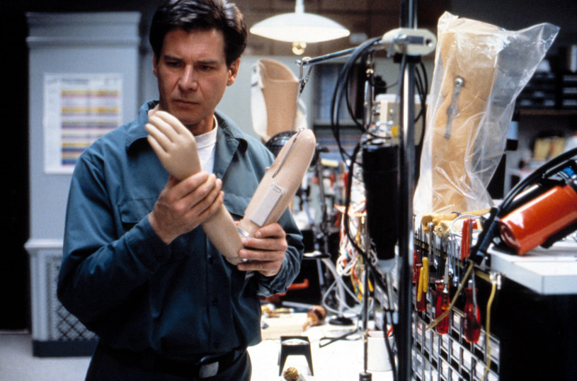 """Powstanie nowa wersja filmu """"Ścigany"""". W kultowej produkcji z 1993 roku główną rolę - doktora oskarżonego o zabicie żony - zagrał Harrison Ford. Ścigał go Tommy Lee Jones, który za swoją kreację otrzymał Oscara."""
