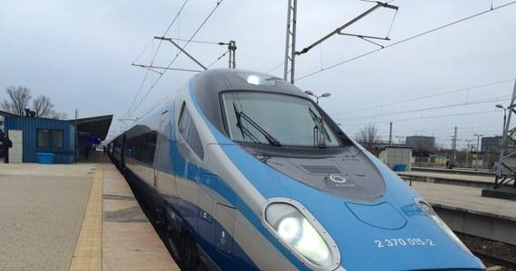 PKP Intercity zakończyło montaż bezprzewodowej łączności wi-fi w pociągach Pendolino kursujących po Polsce - poinformował prezes PKP Intercity Marek Chraniuk. Urządzenia zamontowano w 19 składach.