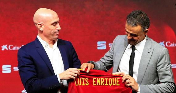 Luis Enrique krótko po swoim powrocie na stanowisko selekcjonera reprezentacji Hiszpanii zwolnił Roberta Moreno - wieloletniego asystenta, który zastąpił go na kilka miesięcy. Jako powód podał jego brak lojalności.