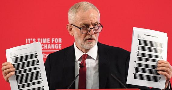 Lider brytyjskiej opozycji Jeremy Corbyn przedstawił dokumenty mające jego zdaniem dowodzić, że rząd Borisa Johnsona prowadzi tajne negocjacje ze Stanami Zjednoczonymi. Zdaniem laburzystów, premier chce dopuścić amerykańskie firmy do krajowego publicznego systemu opieki zdrowotnej NHS.