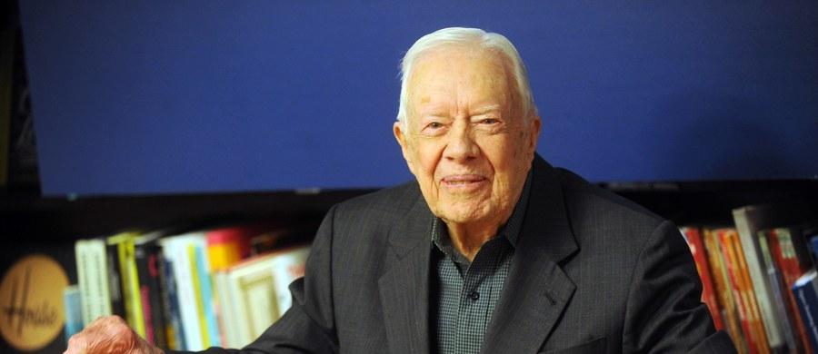 Były prezydent USA Jimmy Carter opuścił szpital po udanej operacji obniżenia nacisku na mózg, spowodowanego krwawieniem po ostatnich upadkach. Taką informację przekazała organizacja jego imienia, Carter Center.