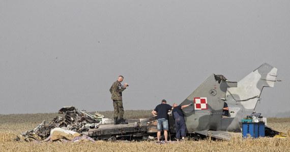 Są zarzuty narażenia na utratę życia i nieumyślnego spowodowanie śmierci pilota samolotu MiG-29, który rozbił się w okolicach Pasłęka w lipcu 2018 roku- dowiedział się reporter RMF FM.