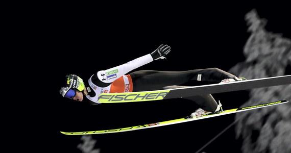 Z powodu nieprzepisowych kombinezonów zdyskwalifikowano Norwega Mariusa Lindvika i Słoweńca Petera Prevca, którzy pierwotnie zajęli drugie i trzecie miejsce w sobotnim konkursie Pucharu Świata w skokach narciarskich w Kuusamo.