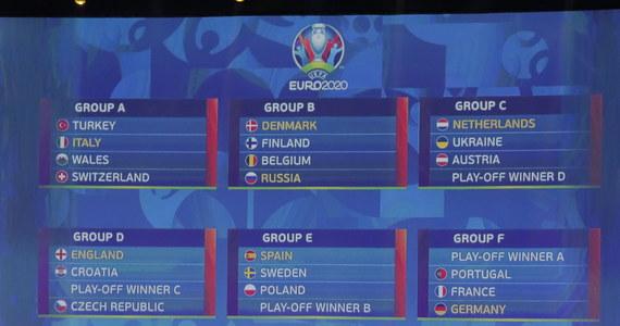 Polscy piłkarze na mistrzostwach Europy 2020 występować będą w grupie E. Rozpoczną od meczu ze zwycięzcami barażu w Dublinie 15 czerwca o 18, pięć dni później zmierzą się w Bilbao z Hiszpanią o 21, a 24 czerwca wrócą do Irlandii na spotkanie ze Szwecją o 18.