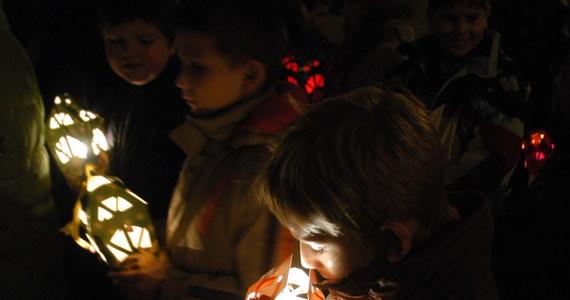 """""""Adwent jest dla nas wszystkich czasem podwójnego oczekiwania. Na święta Bożego Narodzenia, a także na przyjście Chrystusa na końcu czasów, czyli otwiera nas na perspektywę wieczności"""" – podkreślił abp Wojciech Polak z okazji rozpoczynającego się dziś adwentu."""