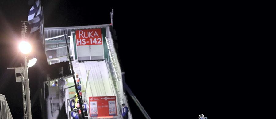 Kwalifikacje do zawodów Pucharu Świata w skokach narciarskich zostały odwołane. Decyzja ta została podjęta ze względu na złe warunki atmosferyczne – wiatr jest zbyt silny. W konkursie, który w fińskim Kuusamo ma rozpocząć się o 16.30, wystąpi wszystkich 65 zawodników.