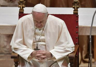 Włoskie media: Papież przeszedł operację usunięcia zaćmy