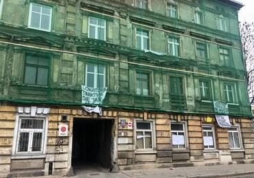 Łódź: Protest lokatorów z grożącej zawaleniem kamienicy. Nie są zadowoleni z lokali zastępczych