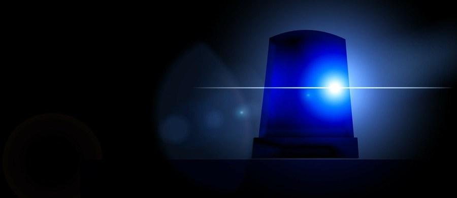 Samochód osobowy wjechał w grupę uczniów przed szkołą w Loughton w hrabstwie Essex w Wielkiej Brytanii. 12-letni chłopiec zmarł, a pięć osób jest rannych.