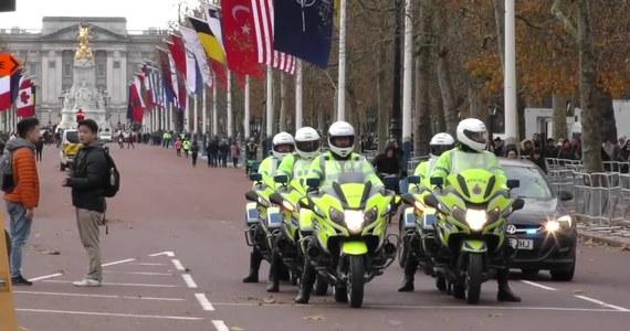 """NATO powstało, żeby - jak to ujął jego pierwszy sekretarz generalny Hastings Lionel Ismay - """"trzymać Rosjan z daleka, Amerykanów przy sobie, a Niemców pod kontrolą"""". Od tych słów mija w tym roku 70 lat. W tej okazji w Londynie spotykają się szefowie państw i rządów 29 krajów wchodzących w skład w Sojuszu Północnoatlantyckiego."""