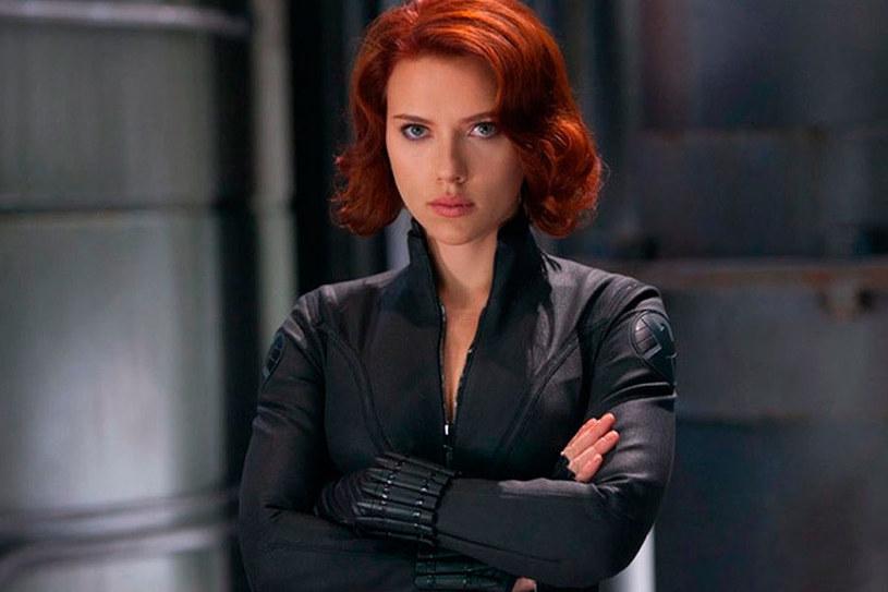 """Już 9 lipca odbędzie się premiera komiksowego filmu Marvela zatytułowanego """"Czarna Wdowa"""". Dla występującej w nim Scarlett Johansson nie będzie to pierwsza okazja do wcielenia się w tytułową bohaterkę. W jednym z wywiadów popularna aktorka opowiedziała o drodze, jaką przebyła postać Czarnej Wdowy od """"obiektu seksualnego"""" po świadomą swojej kobiecości superbohaterkę, jaką jest obecnie."""