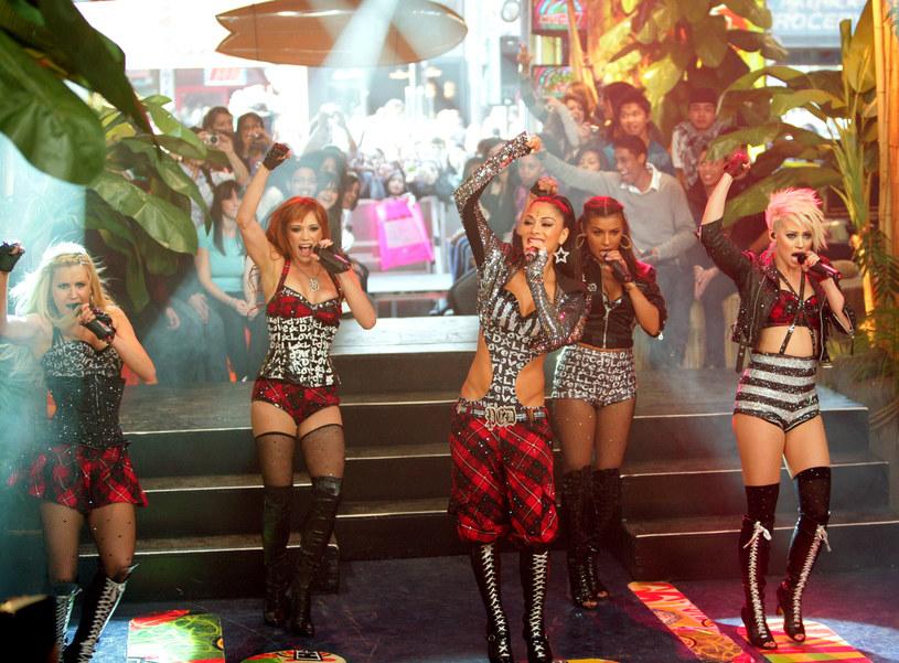 """W sobotę, 30 grudnia, legendarny girlsband The Pussycat Dolls pokazał się w finale brytyjskiego """"X Factor"""". To pierwszy koncert od momentu zawieszenia zespołu. Po występie do nadawcy spłynęło ponad 400 reklamacji od widzów."""