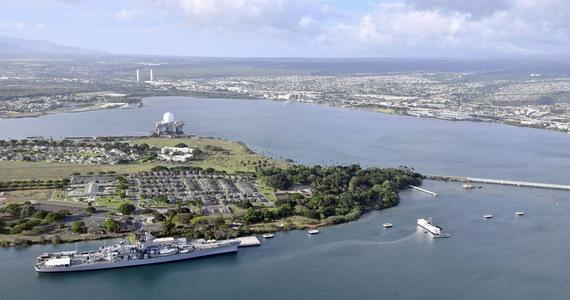 Trzy osoby zginęły w strzelaninie w bazie wojskowej w Pearl Harbor na Hawajach. Żołnierz marynarki wojennej USA postrzelił śmiertelnie dwie osoby, a po ataku popełnił samobójstwo.