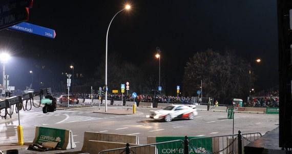Ostatnia i chyba najbardziej prestiżowa impreza rajdowego sezonu - Rajd Barbórka - już w jutro w Warszawie! Na liście zgłoszeń jest ponad sto załóg, wśród nich wicemistrz świata kategorii WRC2, siedmiokrotny zwycięzca tej imprezy Kajetan Kajetanowicz. Nie zabraknie też mistrza Polski - Mikołaja Marczyka, a także jednego z najbardziej utalentowanych polskich kierowców - Kacpra Wróblewskiego.