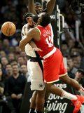 NBA. Broniący tytułu Raptors pokonani w Toronto przez Rockets