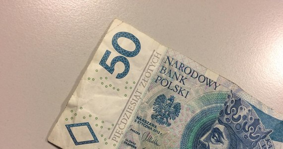 50 złotych było w torbie, którą zrabowali gangsterzy właścicielowi kantoru w Nadarzynie. Dziś wszyscy czterej sprawcy tej kradzieży usłyszeli prokuratorskie zarzuty. Zostali zatrzymani w środę po policyjnym pościgu, podczas którego padły strzały.