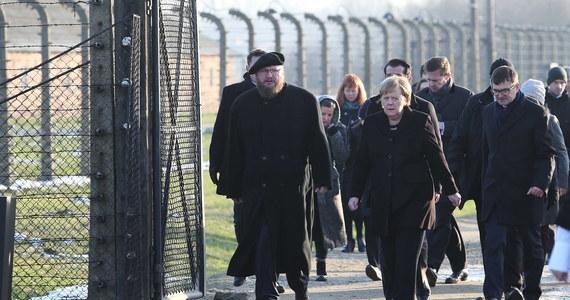Niemiecka prasa relacjonująca wizytę kanclerz Angeli Merkel w byłym niemieckim obozie zagłady Auschwitz podkreśla wyjątkowe znaczenie tego wydarzenia. Dziennikarze zwracają także uwagę na odradzający się antysemityzm i konieczność walki z nim.