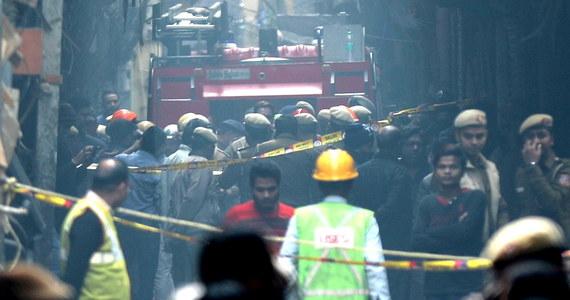 Policja indyjska zatrzymała właściciela budynku w Delhi, w którym w niedzielę nad ranem wybuchł pożar; mężczyzna jest podejrzany o zabójstwo. W pożarze fabryki, która znajdowała się w tym budynku, zginęły 43 osoby.