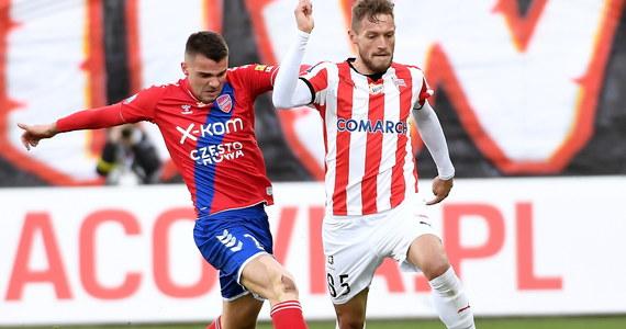 W niedzielę w piłkarskiej Ekstraklasie kibice oglądali trzy spotkania. W stolicy Małopolski Cracovia wygrała Rakowem Częstochowa 3:0, Pogoń Szczecin pokonała Piast Gliwice 1:0, a Legia Warszawa zwyciężyła ze Śląskiem Wrocław 3:0.